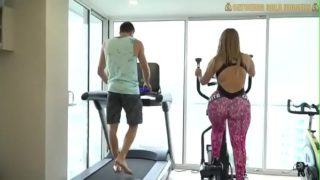 Mega Culona Del Gym Tirando con Extranjero por Intereses